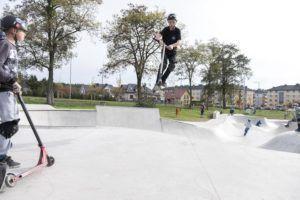 akrobacje na skateparku